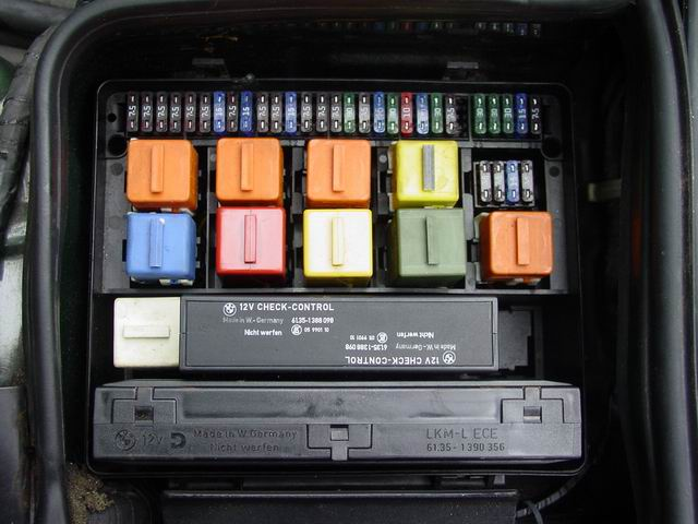 bmw e32 fuse box the layout for the fusebox is for my 1987 model 735i apearently this is valid from 10 86 to 09 87 there have been many changes in the electronics of the