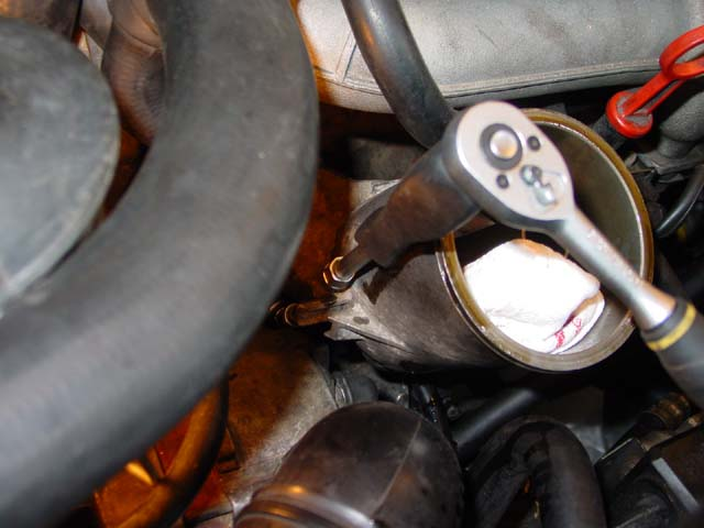 BMW E32 Inline 6 (M30) - Oilfilter Canister Replacement